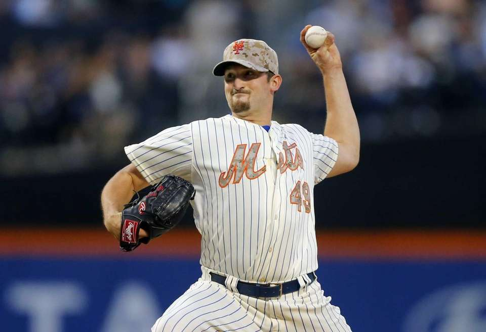 Jonathon Niese pitches during a game against the
