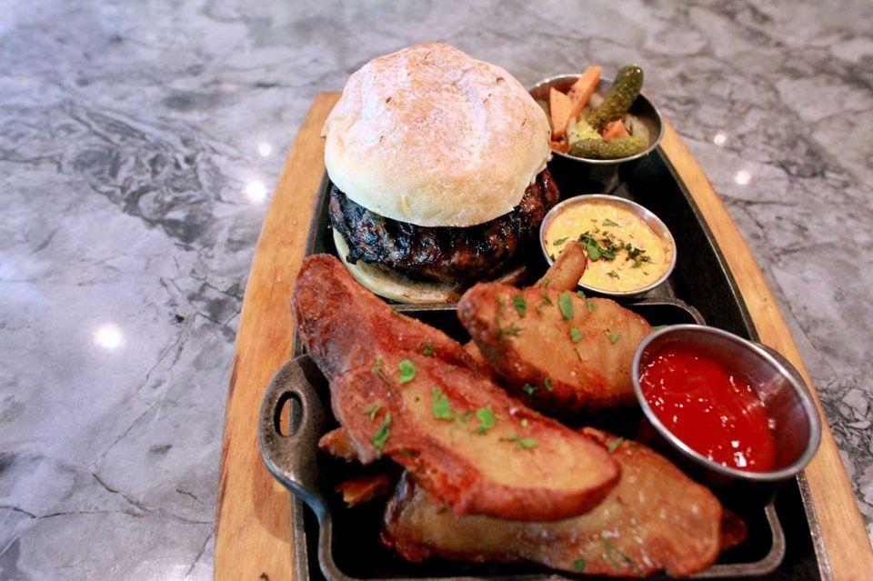 MP Taverna, Roslyn: Chef Michael Psilakis puts an