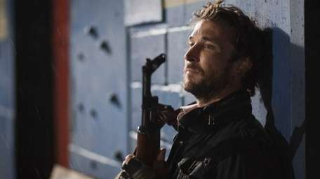 Noah Wyle leads the resistance against aliens in
