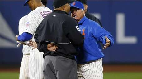Manager Terry Collins of the Mets argues with