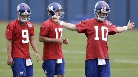Giants quarterbacks Eli Manning, Curtis Painter and rookie