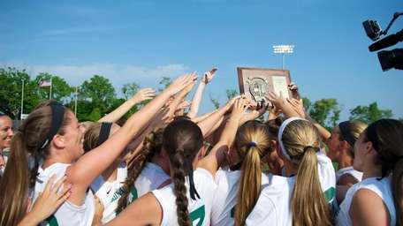 Farmingdale celebrates with the championship plaque after defeating