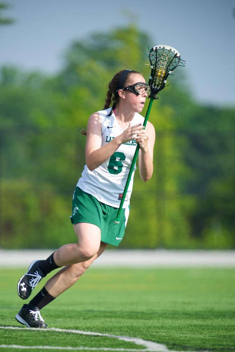 Farmingdale attacker Tara Wahl controls the offense in