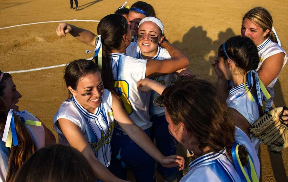 Kellenberg's celebrates after defeating Fontbonne to win the