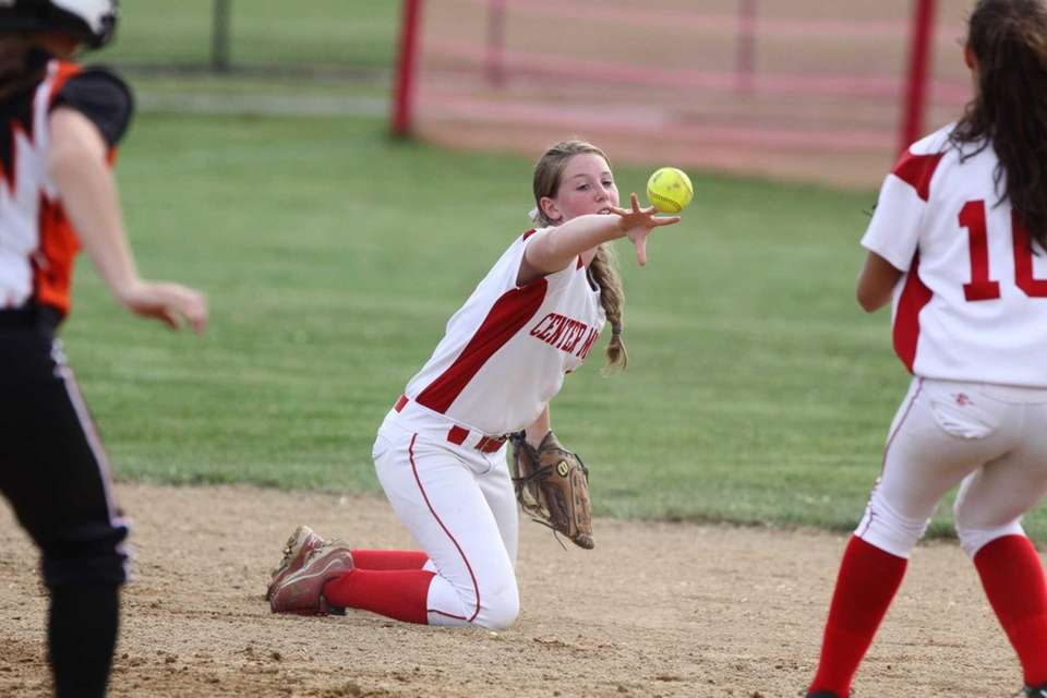 Center Moriches' Cheyenne Raimondi tosses to second base