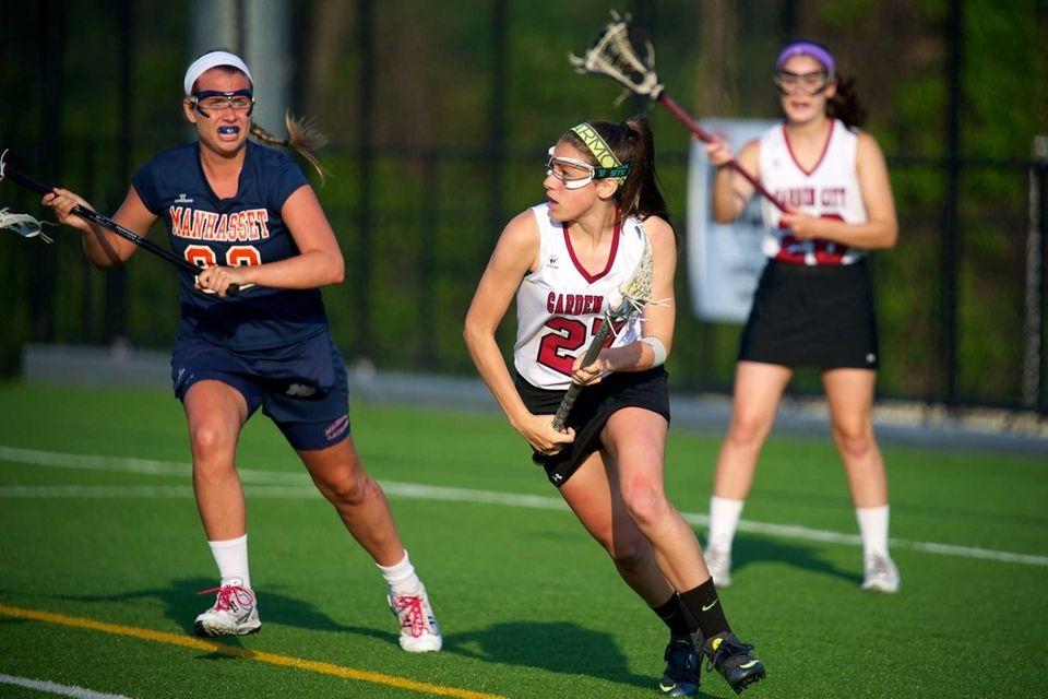 Garden City attacker Haley O'Hanlon carries the ball