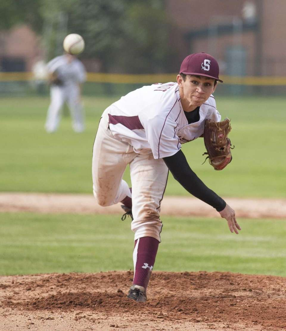 Wyatt Schmidt of the Southampton Mariners pitches against