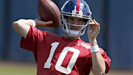 Eli Manning throws a pass during a Giants