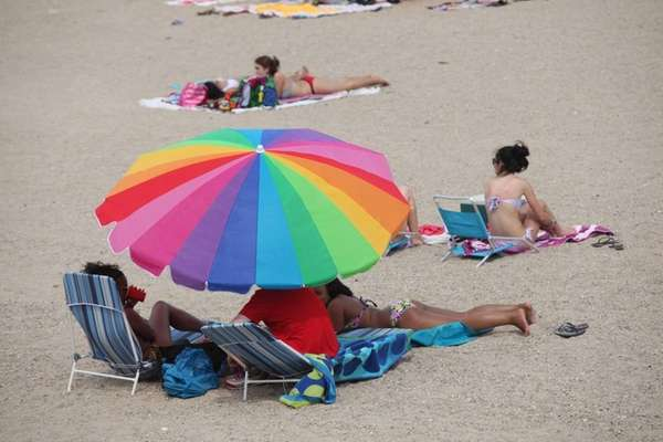 Beachgoers enjoy the hot weather on Oakland Beach