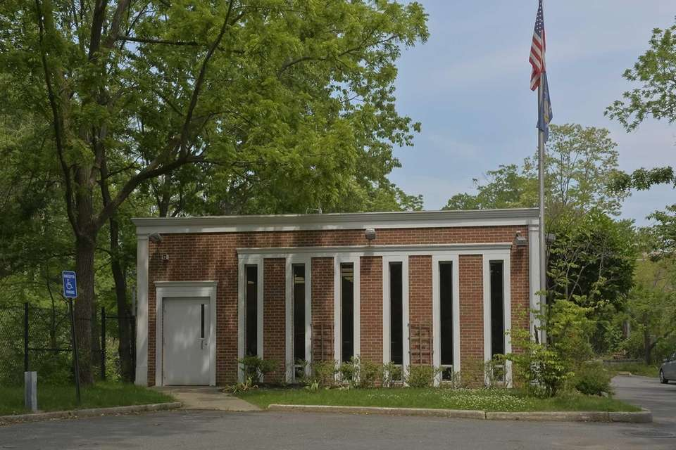Roslyn Estates Village Hall in the Town of
