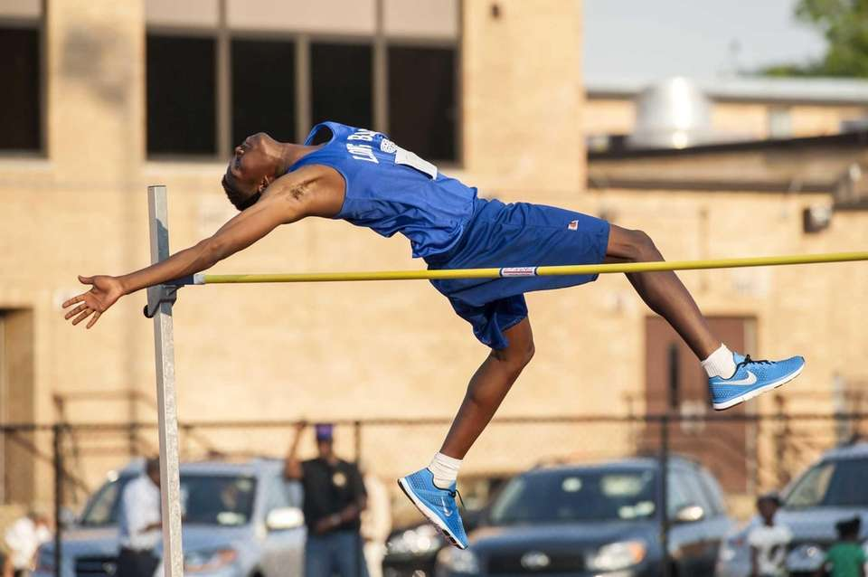 Long Beach's Tyquan Scott wins the boys high
