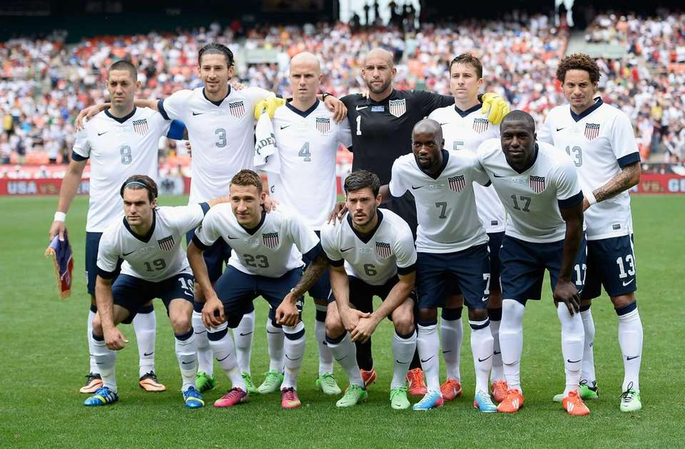 The United States men's soccer team lines up