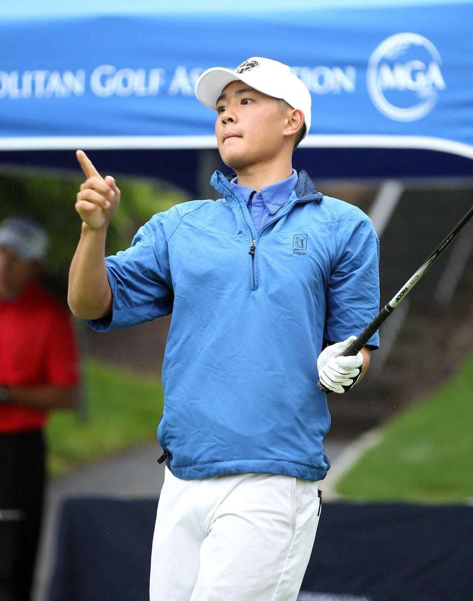 Long Islander Willis Huynh points to his ball