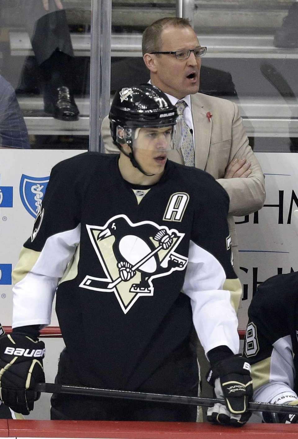 Pittsburgh Penguins coach Dan Bylsma stands behind Evgeni