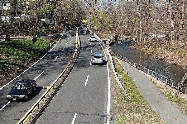 Traffic moves along the Bronx River Parkway in
