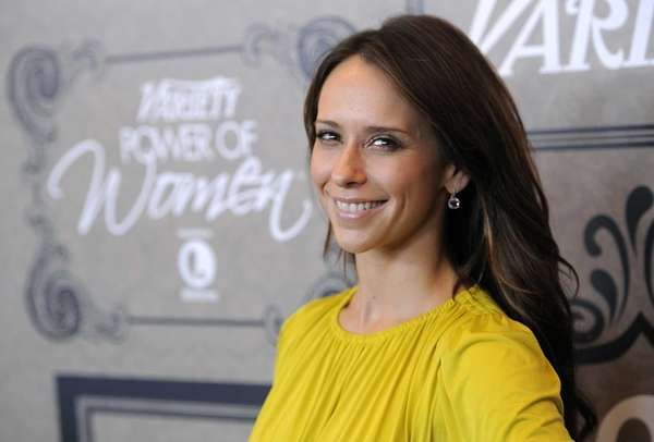 Jennifer Love Hewitt poses at Variety's 4th Power