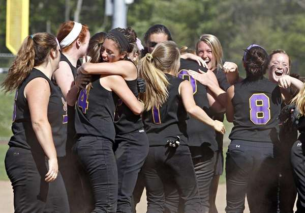 Sayville celebrates its victory over Island Trees. (June