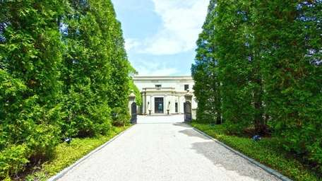 This Kings Point estate is on the market