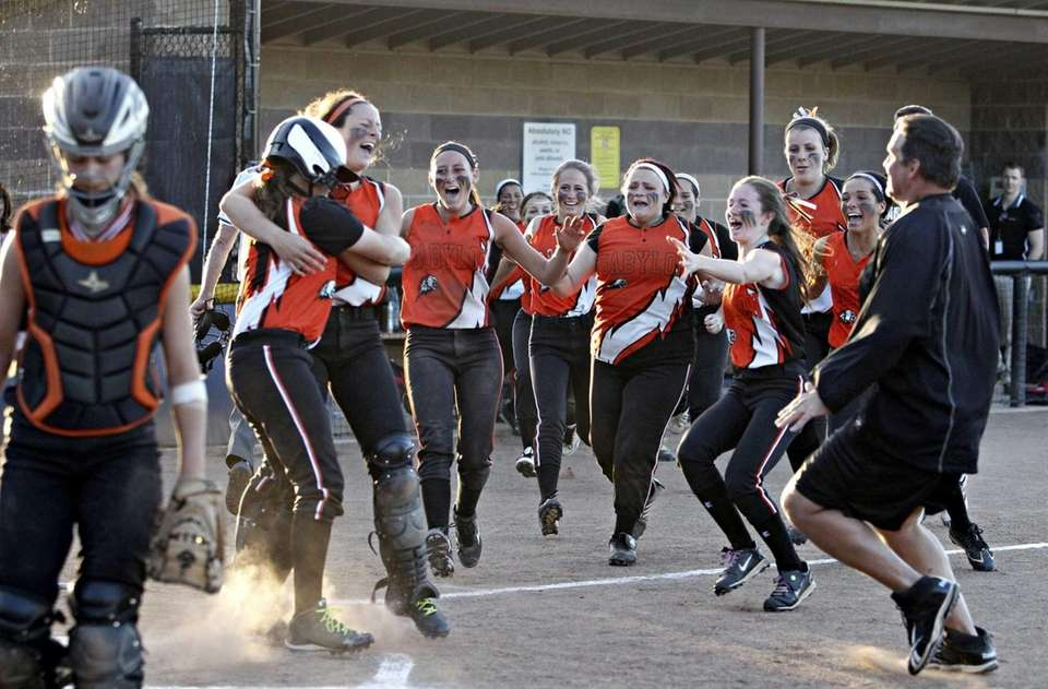 Babylon celebrates defeating East Rockaway, 7-6. (June 4,