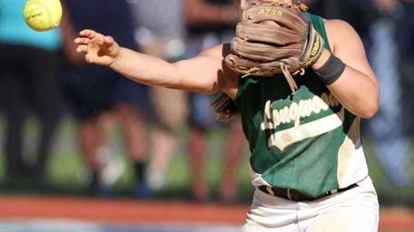 Leah Mele of Longwood makes a throw to
