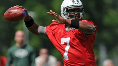 Geno Smith throws a pass during OTAs in