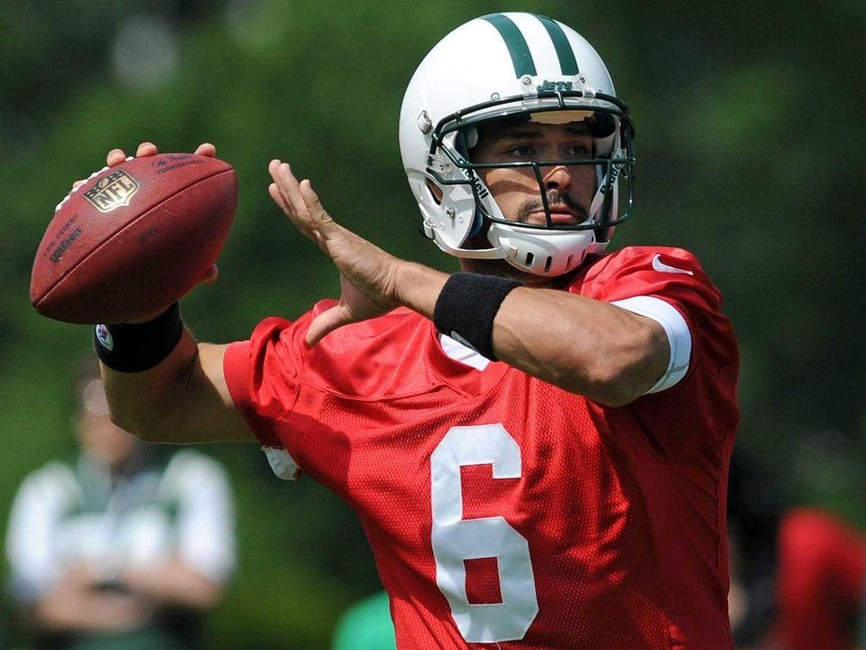Jets quarterback Mark Sanchez throws a pass during