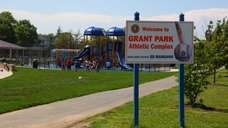 Hewlett's Grant Park has a roller hockey rink