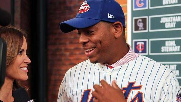 Mets first baseban Dominic Smith talks on camera
