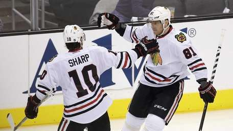 Chicago Blackhawks right wing Marian Hossa, right, celebrates