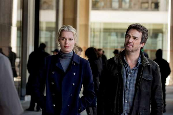 Rebecca Romijn and Jon Tenney in the Pilot