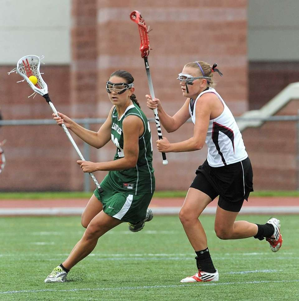 Farmingdale's Nadine Hadnagy, left, carries the ball by