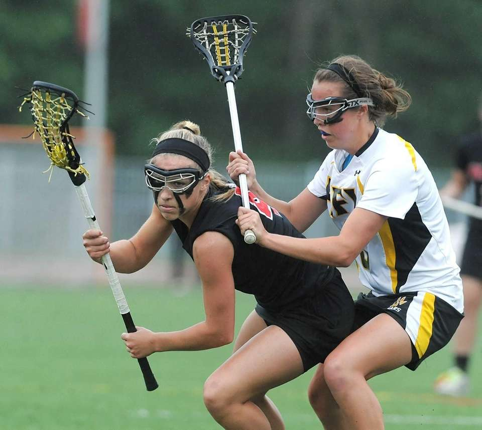 Mount Sinai's Sydney Pirreca, left, is defended by