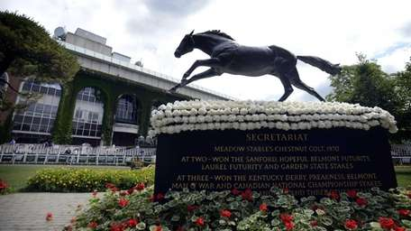 The famous statue of Secretariat in the paddock