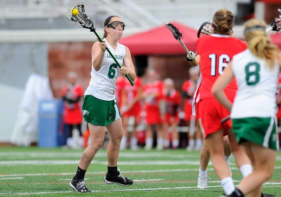Farmingdale attacker Tara Wahl (6) takes a shot