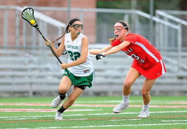 Farmingdale attacker Amanda Turturro dodges to the goal