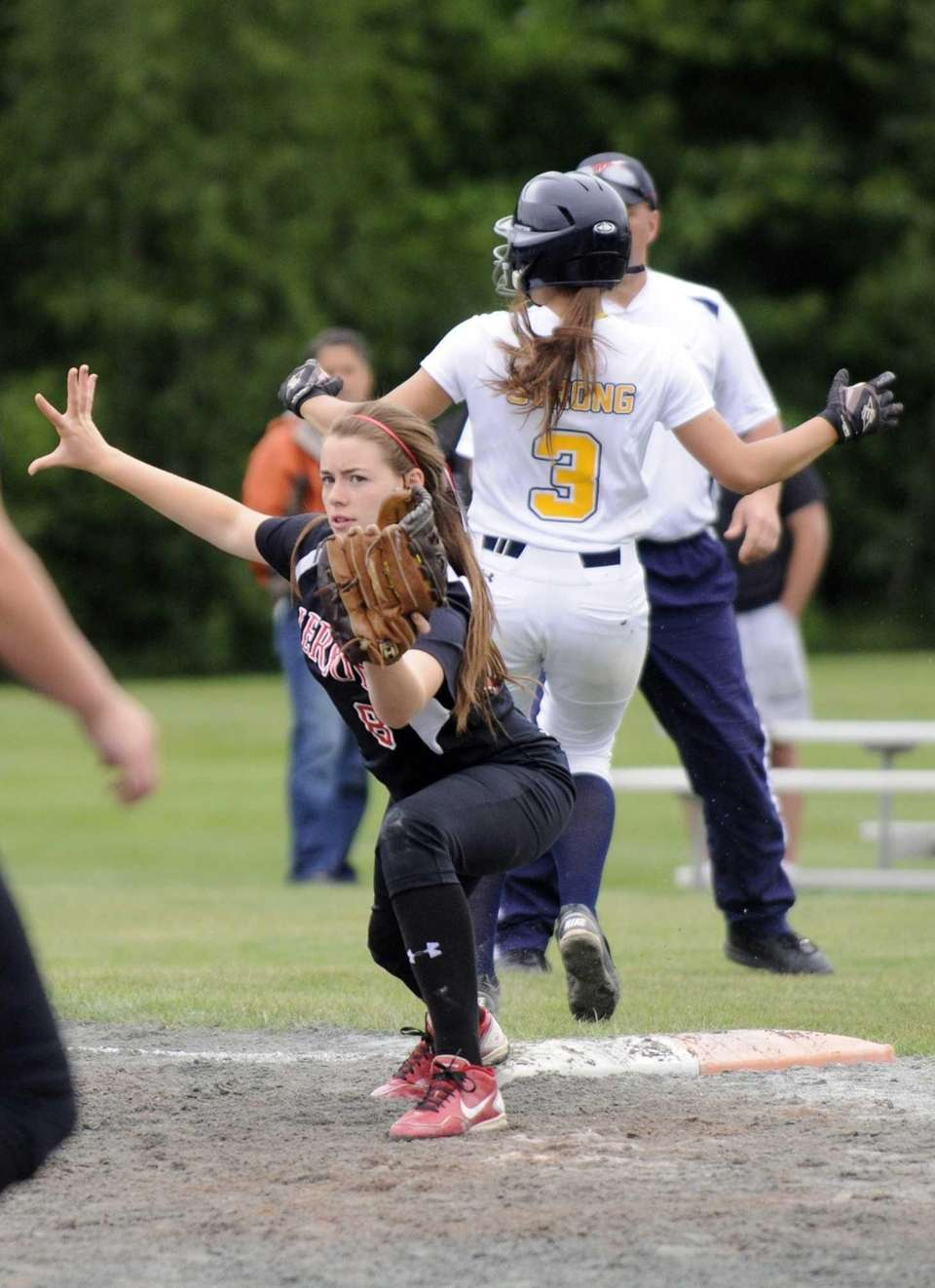 Pierson's Charlotte Evans makes the play at first