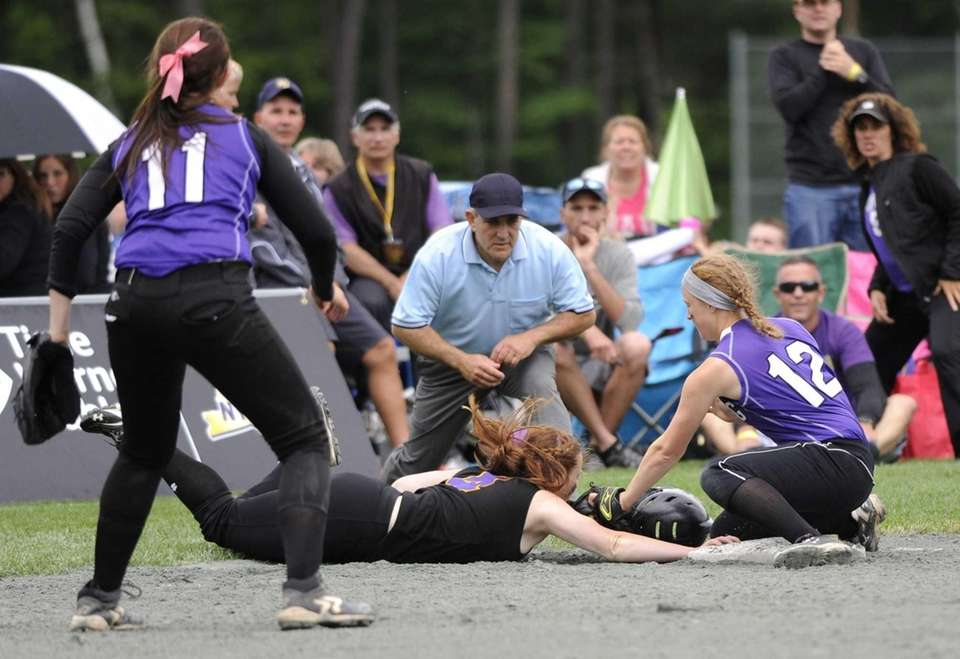 Sayville's Caitlin Slevin jumps back to third safely