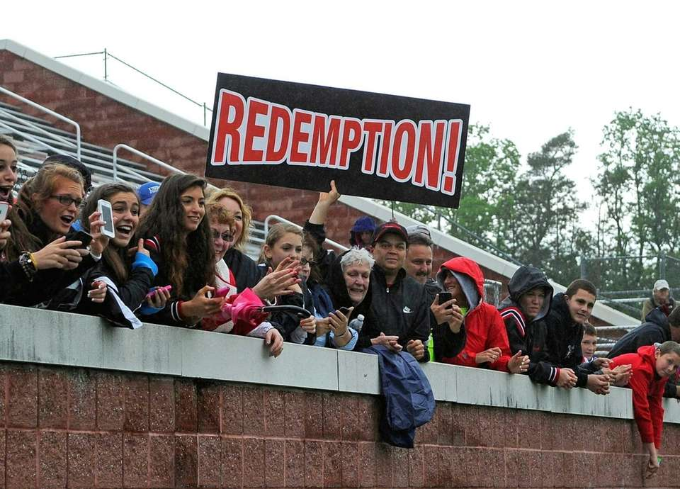 A Mount Sinai fan holds up a sign