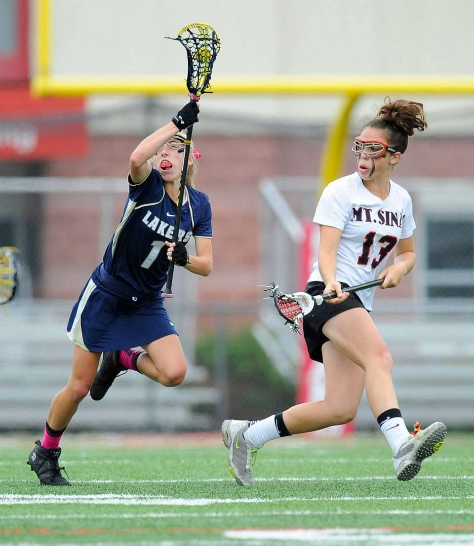 Mount Sinai defender Marisa Colacino marks Skaneateles attacker
