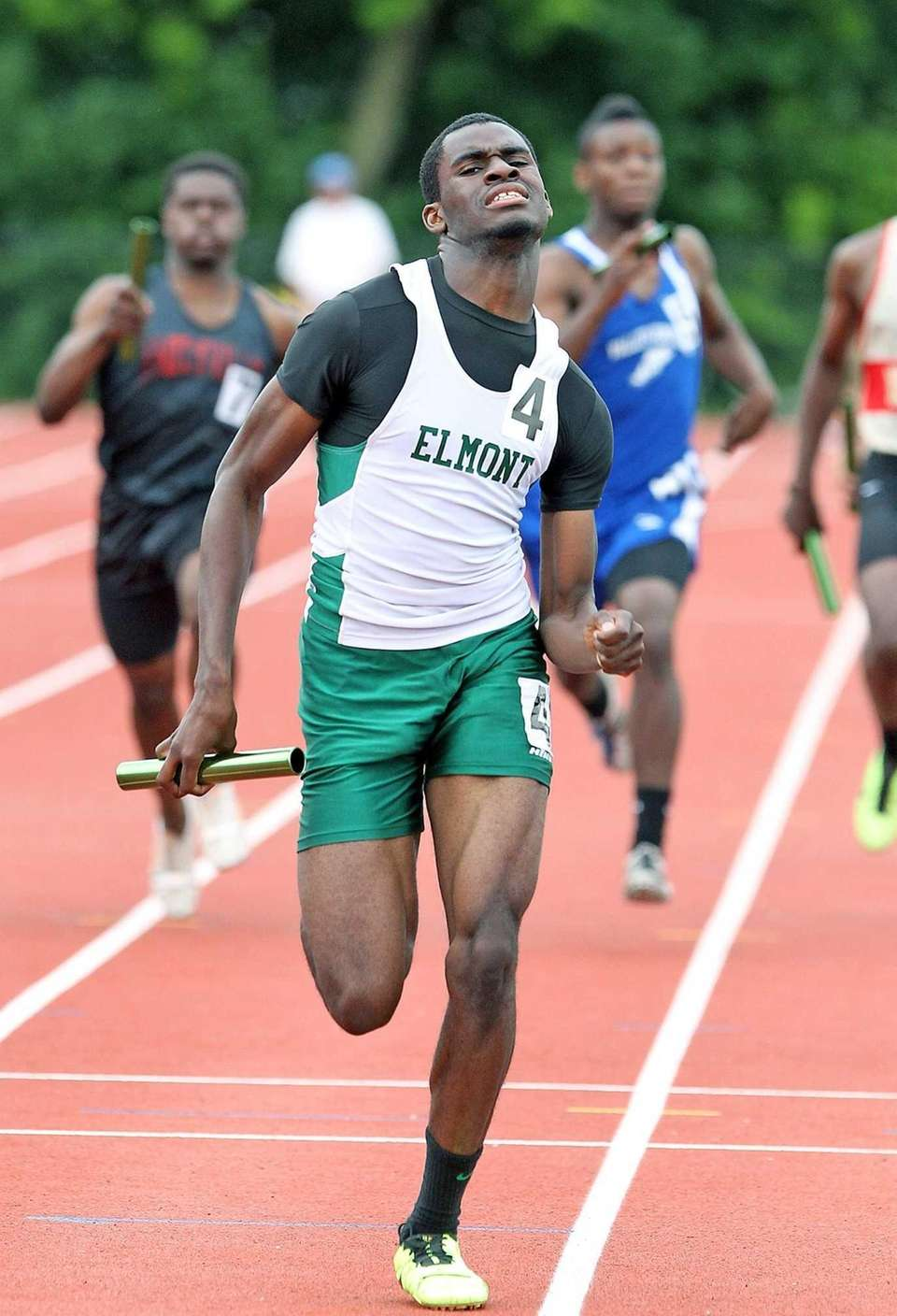 Elmont's anchor leg Obadare Ayo comes from behind