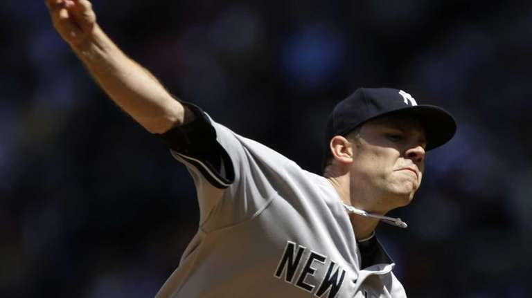 David Phelps delivers a pitch in the first