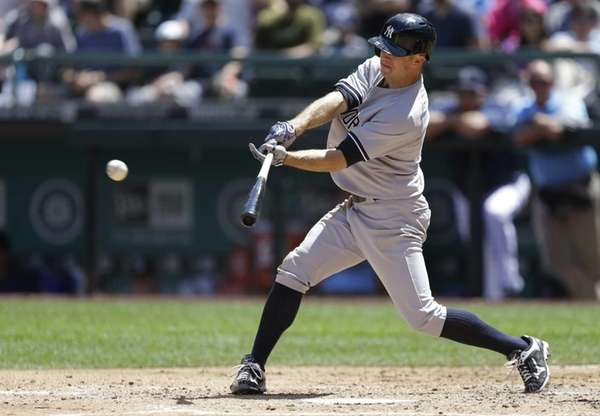 Brett Gardner hits an RBI single in the