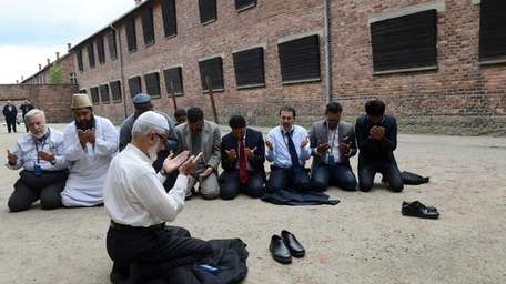 Muslim religious leaders from across the globe pray