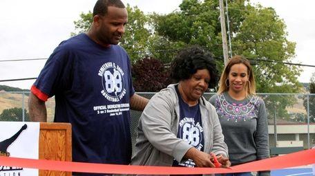 CC Sabathia and his wife, Amber, far right,