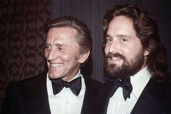 Kirk and Michael Douglas in 1976.
