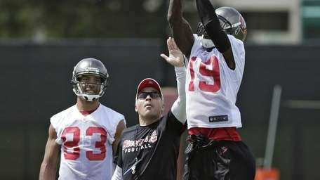 Tampa Bay Buccaneers wide receiver Mike Williams makes