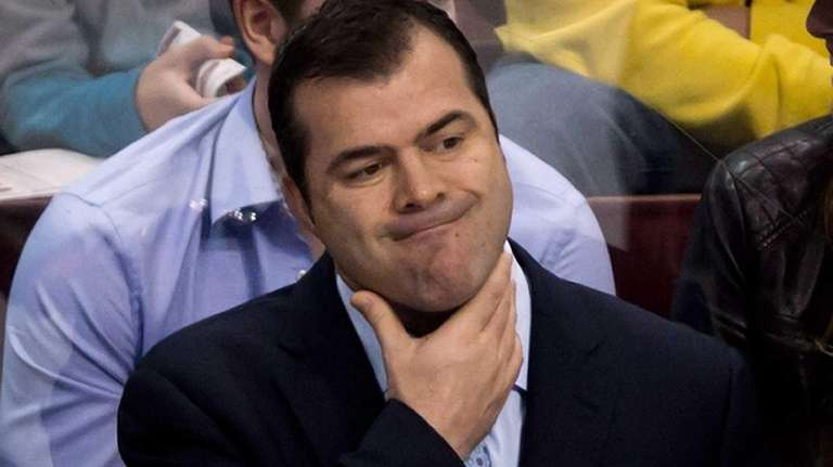 Vancouver Canucks head coach Alain Vigneault reacts on