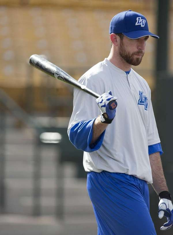 Ike Davis waits his turn during batting practice