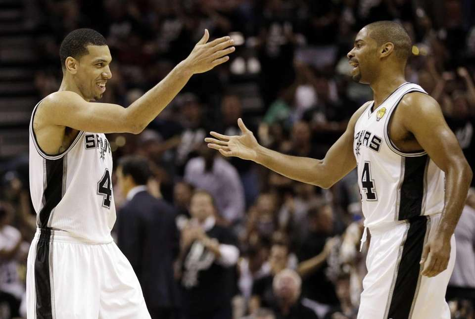 San Antonio Spurs' Danny Green, left, reacts with