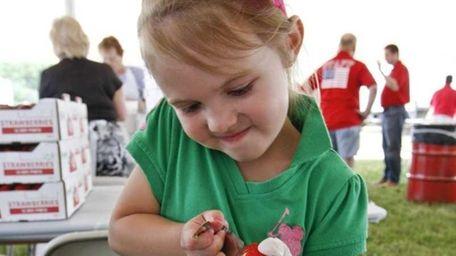 Ella Wirth, 4, from Cutchogue, hulls her first